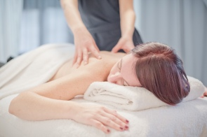 massage dos bout des doigts so well institut canet